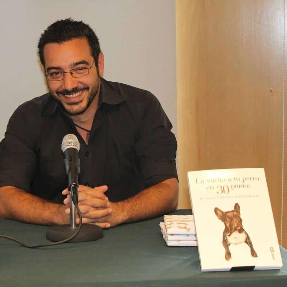 """""""La digitopuntura es muy eficaz contra el estrés y las dificultades de adaptación al medio de nuestras mascotas"""", Vicente Calderón, coautor de """"La vuelta a tu perro en 30 puntos"""""""