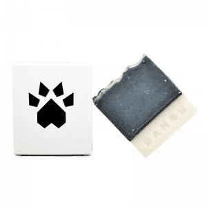 adaptado al PH del perro con lo que permite unalimpieza adecuada y respetuosacon su piel y su pelaje